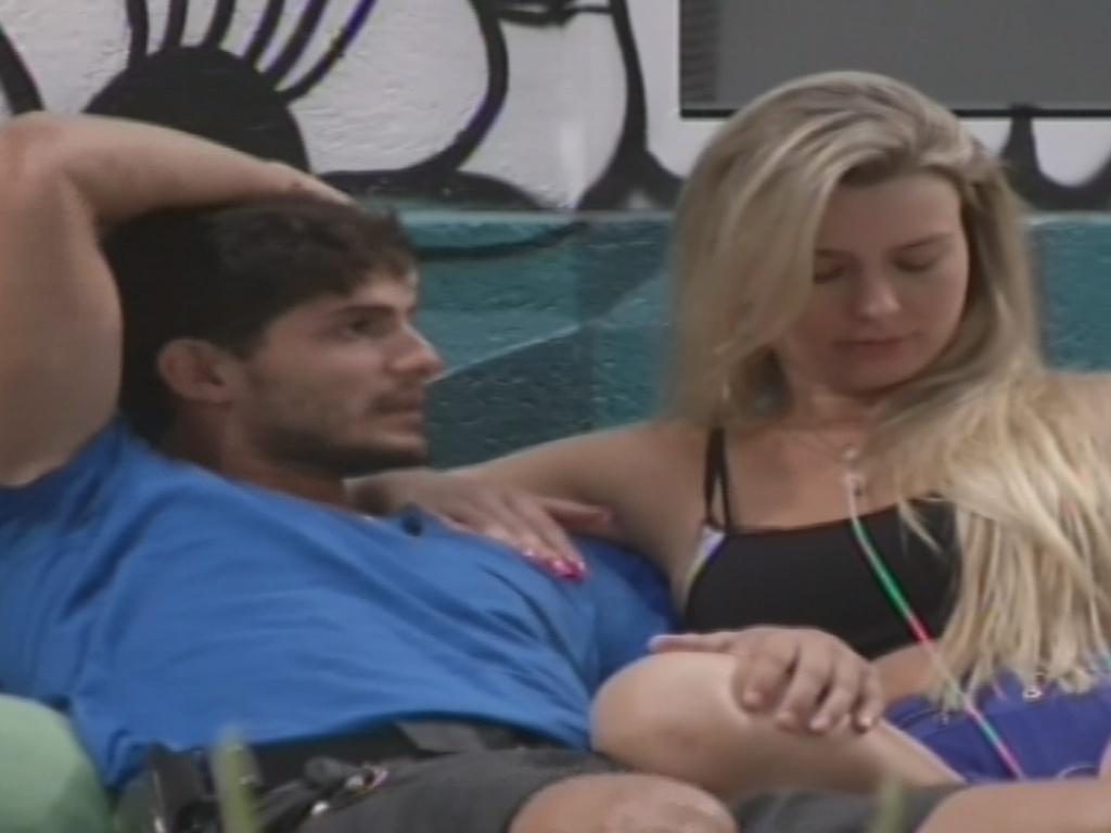 13.jan.2013 - André e Fernanda discutem o relacionamento novamente na casa