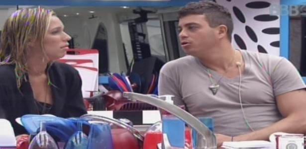 13.jan.2013 - Marien diz a Dhomini que teve atração por Yuri