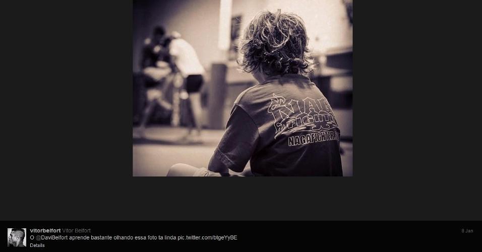 08.jan.2013 - Filho Davi observa Vitor Belfort treinando para o UFC São Paulo
