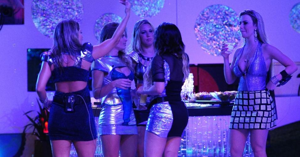 13.jan.2013 - Sisters se reúnem durante a Festa Espacial