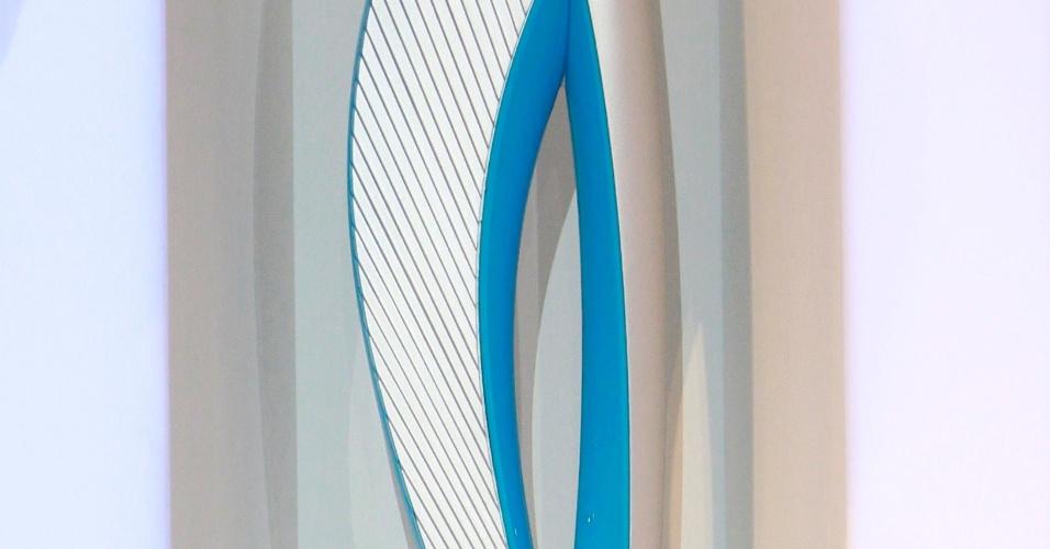 14.jan.2013 - A tocha paraolímpica de Sochi-2014 tem o mesmo design, peso e tamanho da tocha olímpica, com a diferença de que sua cor principal é azul.