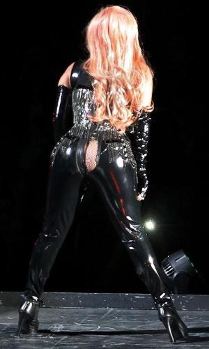 Calça de Lady Gaga rasga em show no Canadá
