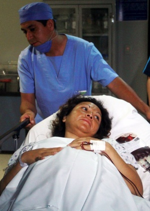 Enfermeira ajuda Salud Romero, 31, mulher que deu à luz sêxtuplos no México