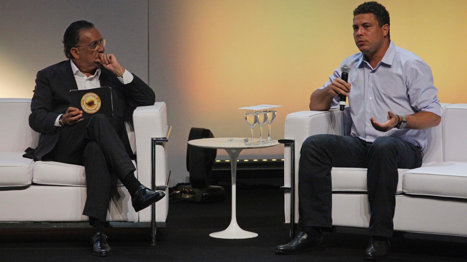 Galvão Bueno conversa com Ronaldo durante evento em São Paulo (14/01/2013)