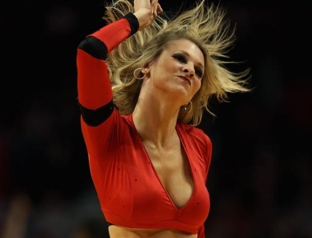 14.jan.2013 - Cheerleader do Chicago Bulls dança na vitória da equipe por 97 a 58 sobre o Atlanta Hawks