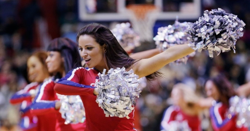 14.jan.2013 - Cheerleaders do Washington Wizards dançam em intervalo de partida da equipe da capital dos EUA contra o Magic