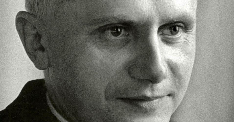 14.set.1965 - O alemão Joseph Ratzinger ainda quando era professor na Universidade de Regensburg em 1965