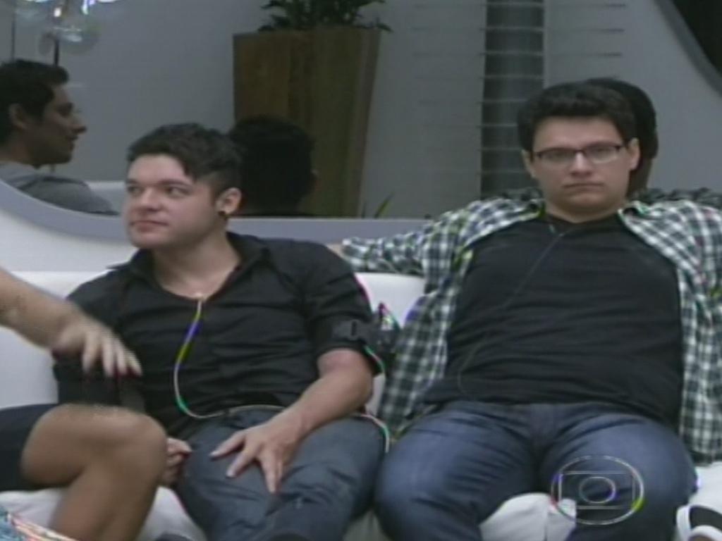 15.jan.2013 - Eliéser, Nasser e o emparedado Ivan aguardam o contato do apresentador Pedro Bial