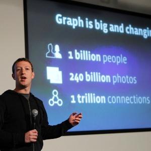 Mark Zuckerberg, diretor-executivo do Facebook, apresenta recurso de mecanismo de busca da rede social em Menlo Park, sede da empresa