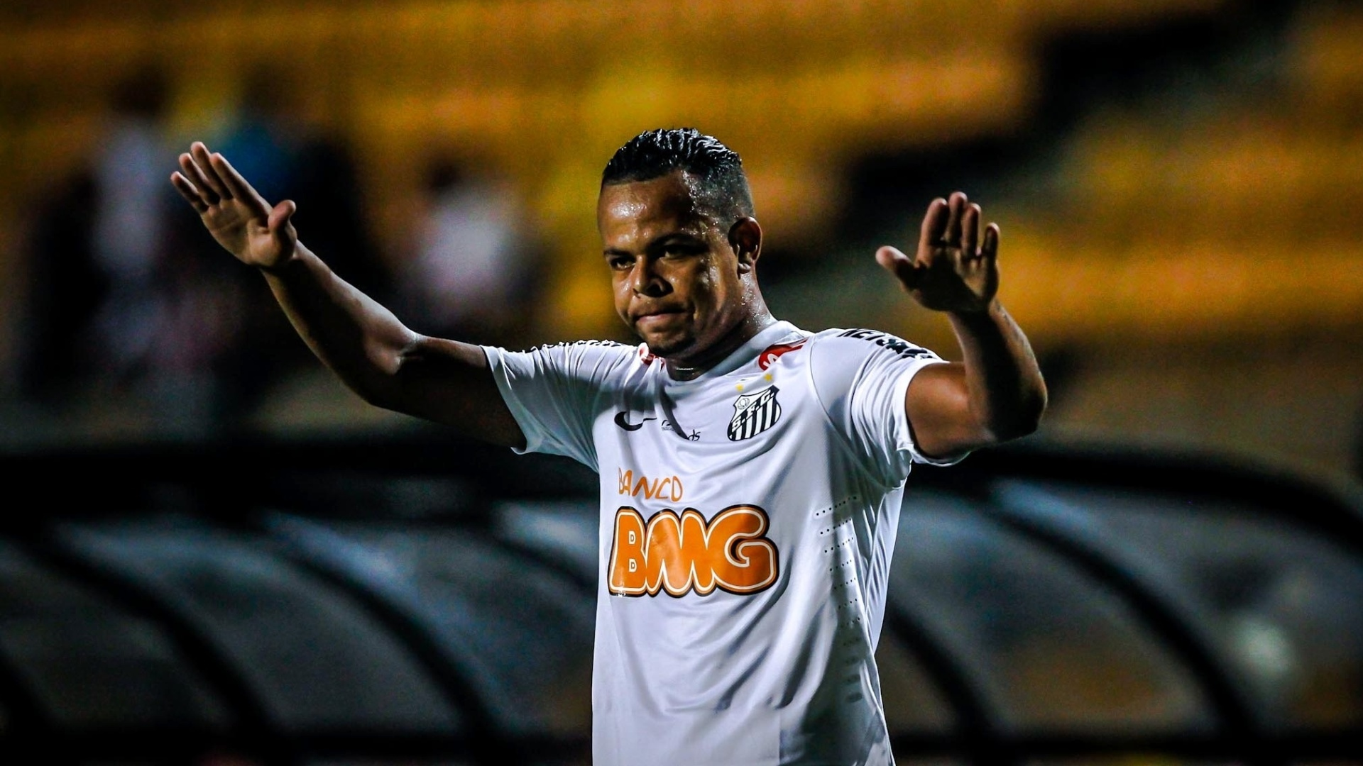 16.jan.2013 - Bill vibra. Ele marcou um dos gols do Santos contra o Grmio Barueri em amistoso