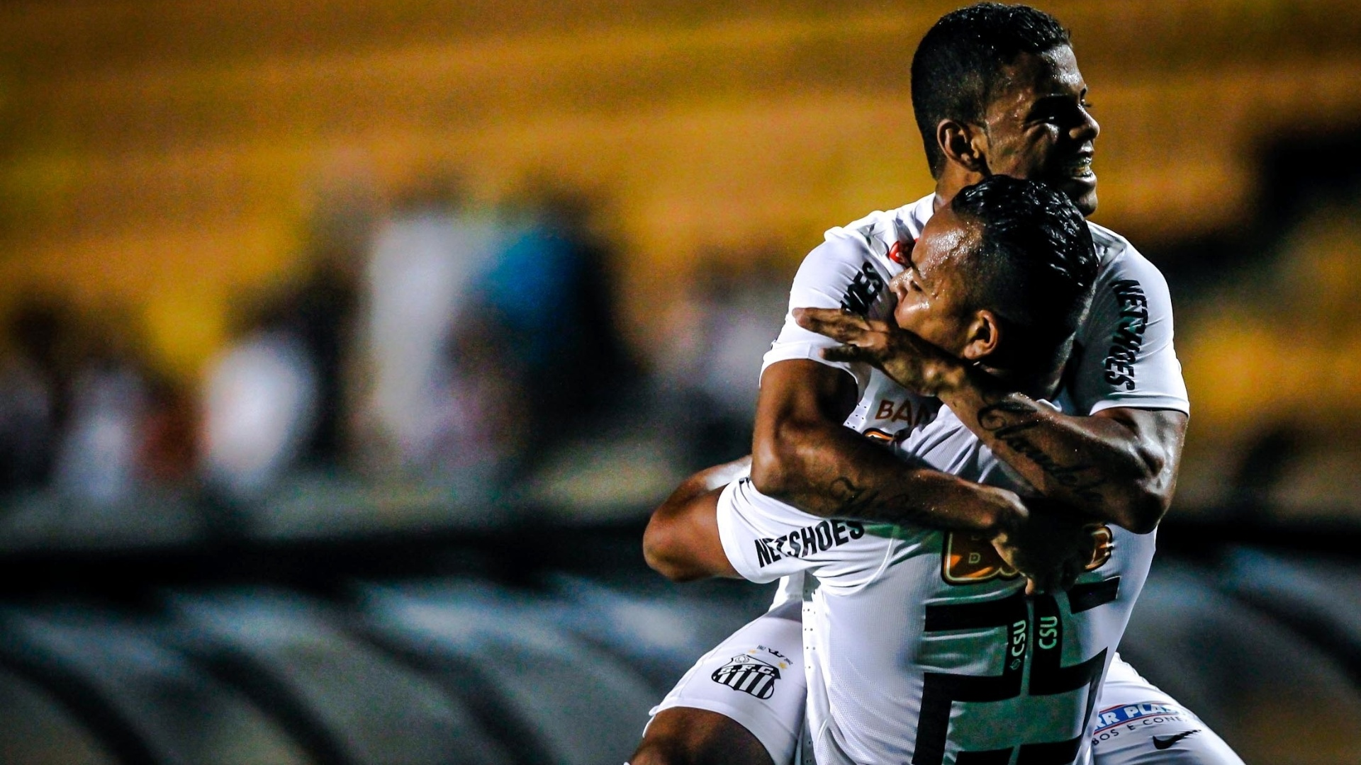16.jan.2013 - Jogadores do Santos celebram um dos gols na vitria por 4 a 0 contra o Barueri em amistoso