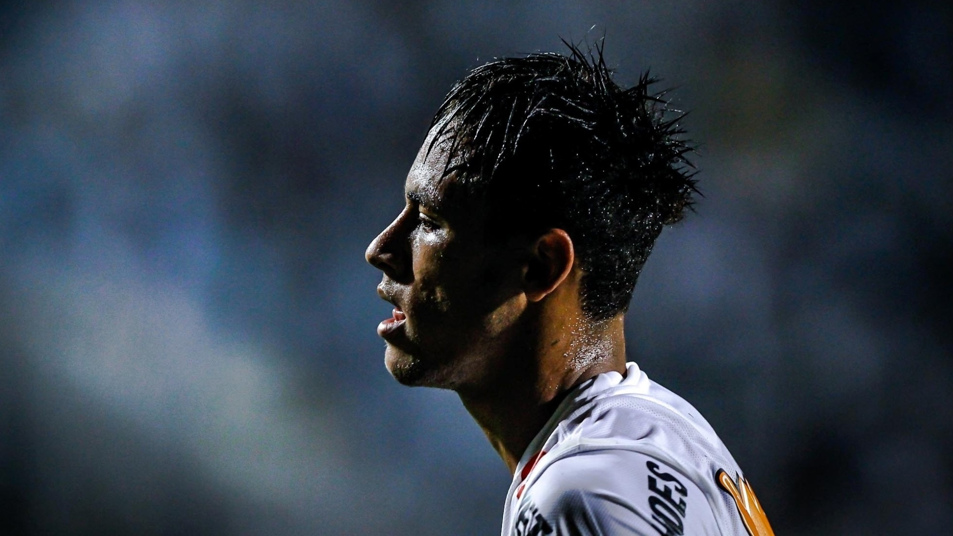 16.jan.2013 - Neymar jogou apenas por 45 minutos no amistoso entre Santos e Grmio Barueri