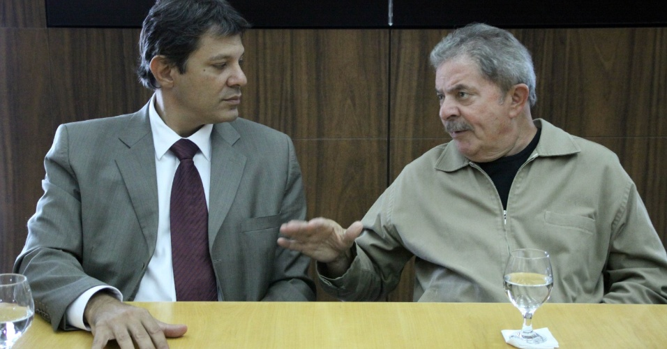 16.jan.2013 - O prefeito de S&#227;o Paulo, Fernando Haddad, recebe a visita do ex-presidente Luiz In&#225;cio Lula da Silva, na sede da Prefeitura de S&#227;o Paulo (SP), durante a manh&#227;