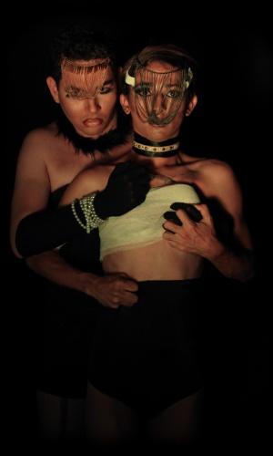"""16.jan.2013 -  Um dos propósitos do """"translendário"""" é levantar a discussão sobre o mundo transsexual na sociedade. Na imagem, representação de """"Nossa Senhora dos Males das Bombadeiras"""""""