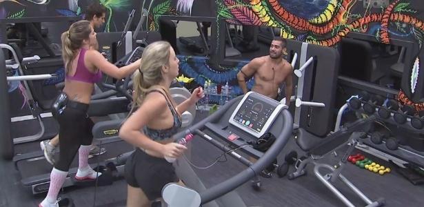 16.jan.2013 - Yuri comanda o treinamento fazendo caretas e brincadeiras com Fernanda, Fani e Eliéser