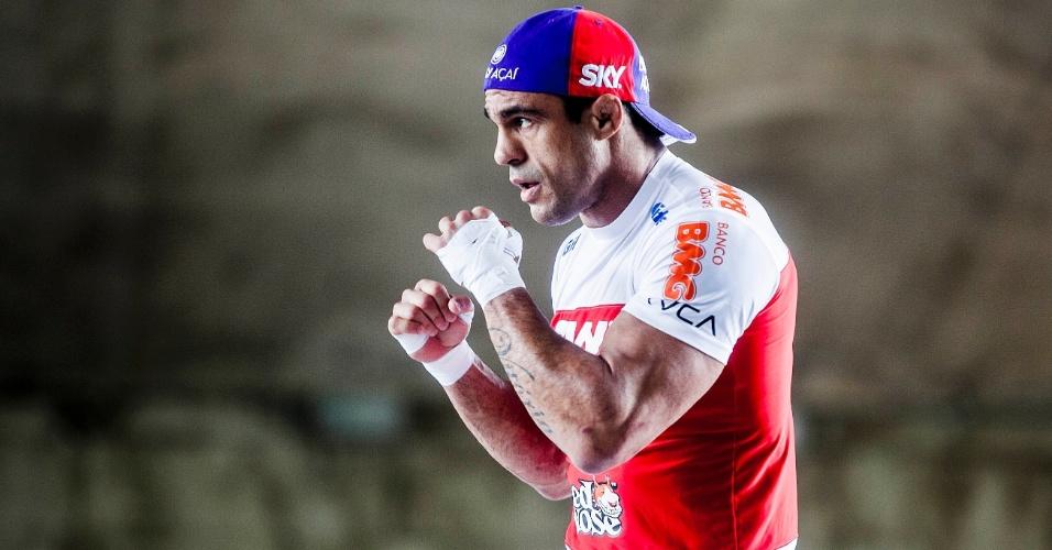 16.jan.2013- Estrela brasileira no UFC SP, Vitor Belfor participa de treino aberto no Vale do Anhangabaú