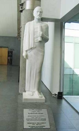 Estátua em homenagem ao pensador ateniense Demetrius Phalereus, que sugeriu a criação da Biblioteca de Alexandria