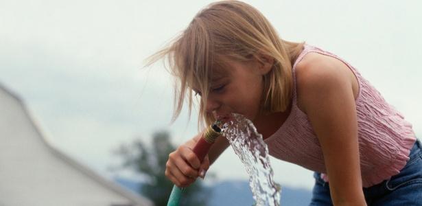 Água potável, por exemplo, é a que recebe tratamento específico para abastecimento de residências