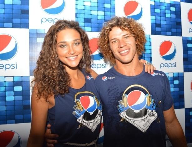 16.jan.2013 - José Loreto e Débora Nascimento curtem o Festival de Verão, em Salvador