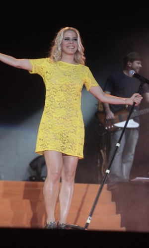 17.jan.2013 - A cantora Paula Toller, do Kid Abelha, durante apresentação no segundo dia do Festival de Verão 2013, em Salvador. Em sua 15ª edição, o festival acontece até o dia 19 de janeiro no Parque de Exposições