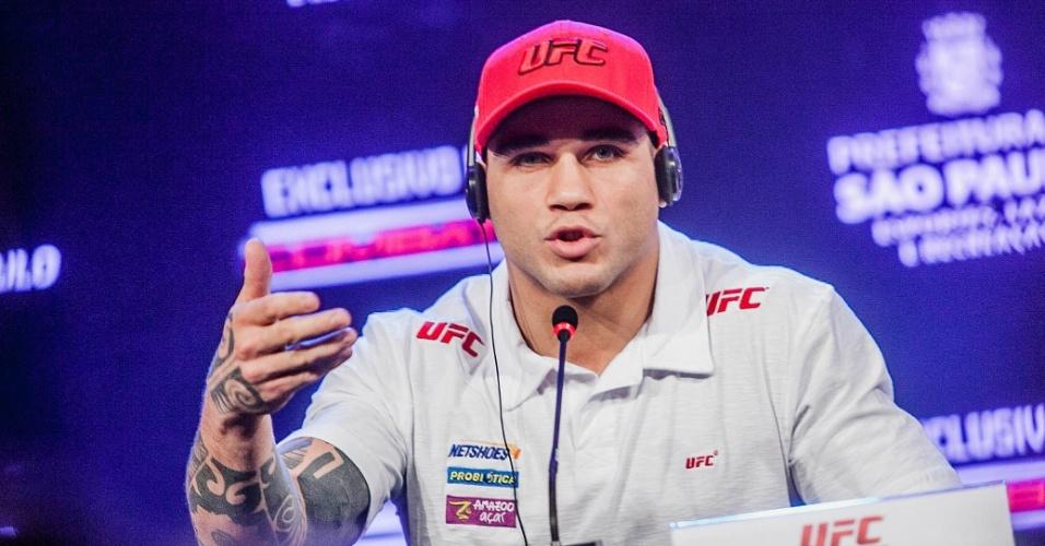 17.jan.2013 - Daniel Sarafian, com boné do UFC, dá entrevista coletiva em São Paulo para o UFC SP, no próximo sábado