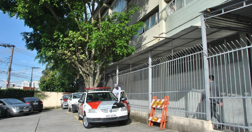 17.jan.2013 - Homem invadiu o fórum regional de Itaquera, zona leste de São Paulo. Ele estava armado com uma faca e dizia que iria se matar. Segundo testemunhas, sua reivindicação era falar com o juiz para entrar em contato com seus filhos. Não há informações sobre feridos