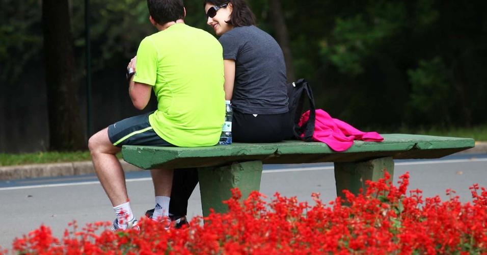 17.jan.2013 - Paulistanos aproveitam o bom tempo para passear no Parque do Ibirapuera em São Paulo (SP). A temperatura da tarde desta quinta-feira (17) na capital paulista é de 23°