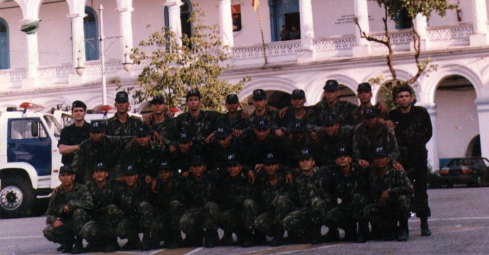 Antes de se estabelecer na favela Tavares Bastos, o Bope (batalhão de Operações Especiais) funcionava dentro do BPChoque (Batalhão de Choque) da PM do Rio. Na foto, o primeiro militar em pé da direita para a esquerda é o coronel Renê Alonso, atual comandante do batalhão. O coronel Alberto Pinheiro Neto, que já comandou o Bope, é o primeiro da esquerda para a direita