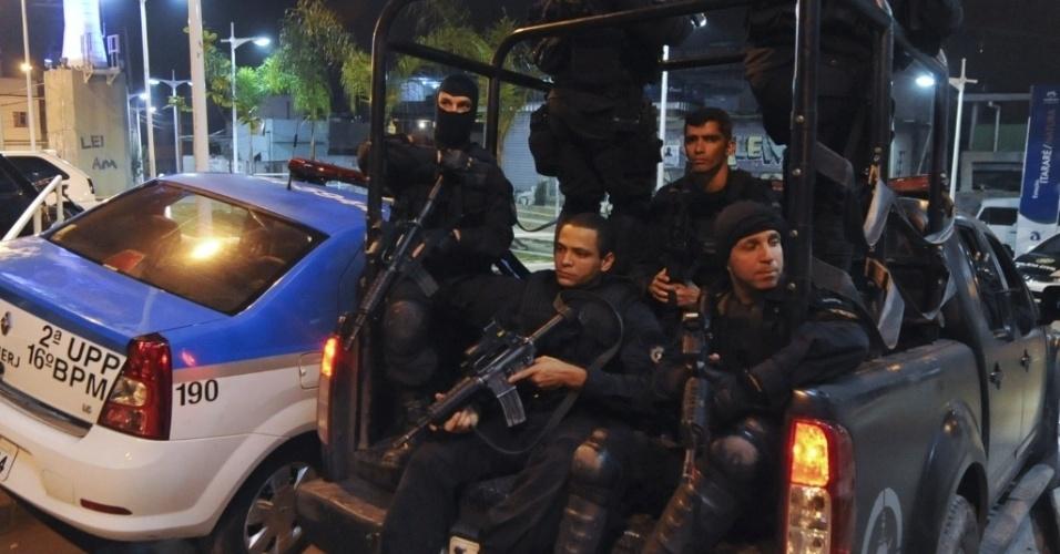 Policiais do Bope reforçam a segurança do Complexo do Alemão, no Rio de Janeiro, após uma policial militar ser morta em troca de tiros com traficantes