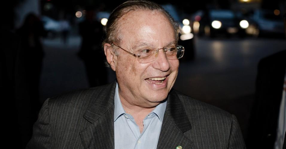 17.jan.2013 -O deputado federal Paulo Maluf (PP-SP) chega para jantar com o deputado federal Henrique Eduardo Alves (PMDB-RN) e prestar apoio à candidatura dele à presidência da Câmara