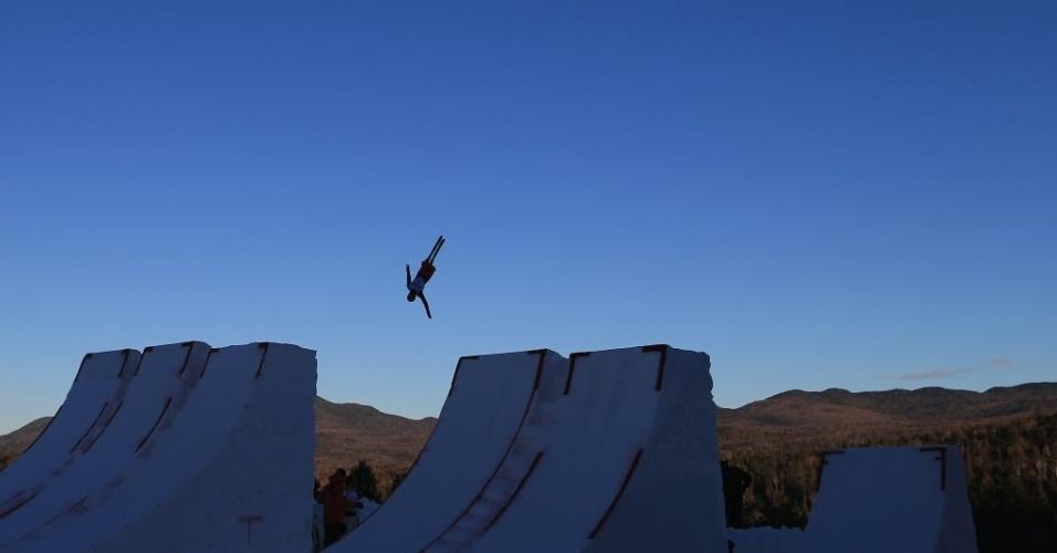 18.jan.2013 - Atleta realiza salto no lago Placid, no complexo olímpico em Nova York (EUA), nesta sexta-feira (18)