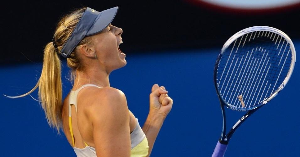 18.jan.2013 - Maria Sharapova continua sua luta pelo título; nesta sexta-feira, venceu fácil Venus Williams