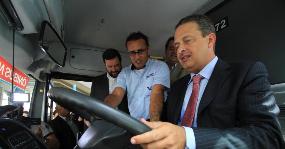18.jan.2013 - O Governador de Pernambuco, Eduardo Campos, durante entrega do novo Terminal Integrado de Cajueiro Seco, em Jaboatão dos Guararapes (PE)