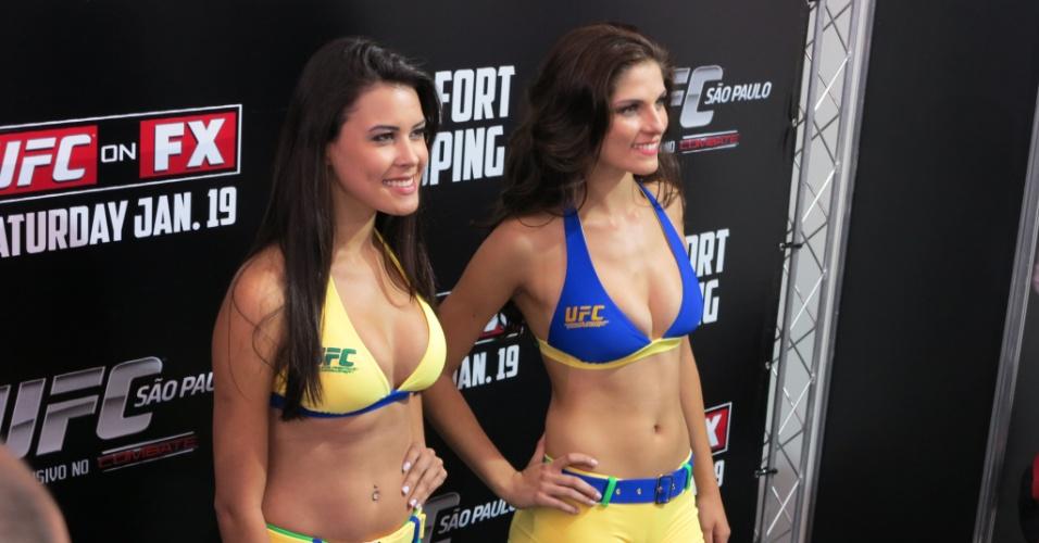 18.jan.2013 - Primeiras ring girls brasileiras da história do UFC, Camila Oliveira (e) e Aline Frazoi foram apresentadas nesta sexta