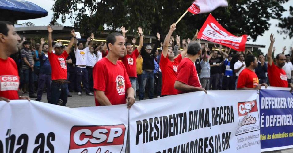 Funcionários da GM de São José dos Campos (SP) paralisam atividades no dia 18.1.2013 em protesto contra possíveis demissões da fábrica