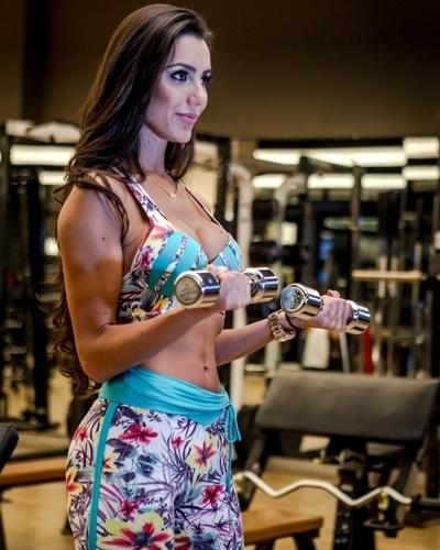 Kelly Baron - Casa de vidro BBB 13 - rosca com halter