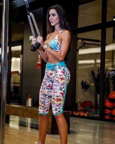 Kelly Baron - Casa de vidro BBB 13 - tríceps corda