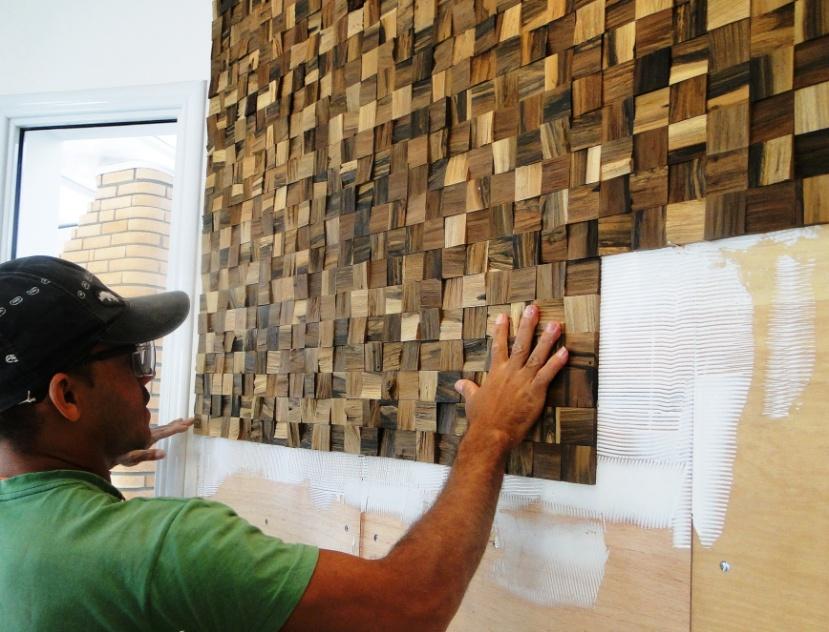 instalação de painel de madeira (imagem cedida ao UOL Mulher - Casa ...