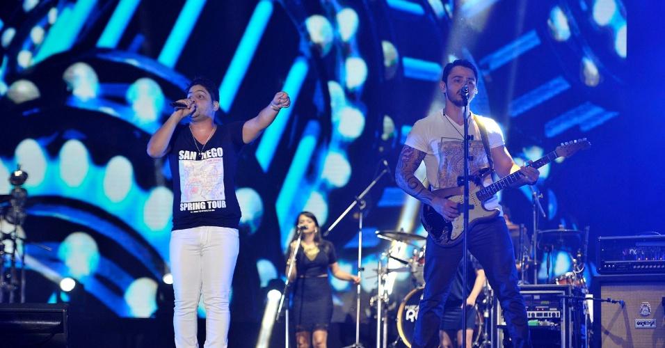 18.jan.2013 - A dupla Jorge & Mateus se apresenta no terceiro dia do Festival de Verão 2013, em Salvador. O festival, em sua 15ª edição, acontece até o dia 19 de janeiro no Parque de Exposições da capital baiana