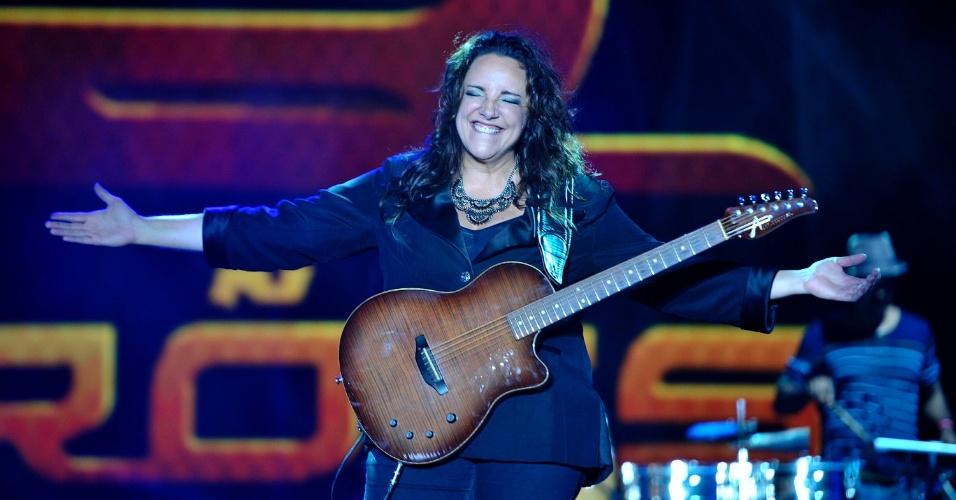 18.jan.2013 - Ana Carolina abriu o terceiro dia do Festival de Verão 2013, em Salvador. O festival, em sua 15ª edição, acontece até o dia 19 de janeiro no Parque de Exposições