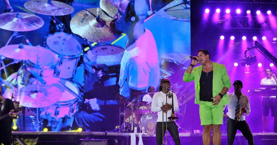 18.jan.2013 - Harmonia do Samba se apresenta no terceiro dia do Festival de Verão 2013, em Salvador. O festival, em sua 15ª edição, acontece até o dia 19 de janeiro no Parque de Exposições da capital baiana