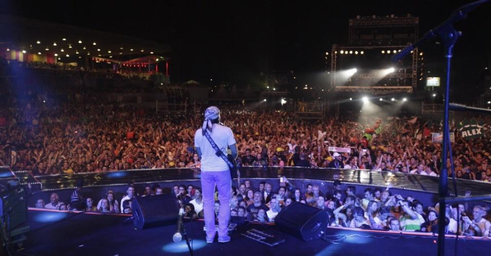 18.jan.2013 - O grupo Chiclete com Banana se apresenta no terceiro dia do Festival de Verão 2013, em Salvador. O festival, em sua 15ª edição, acontece até o dia 19 de janeiro no Parque de Exposições da capital baiana