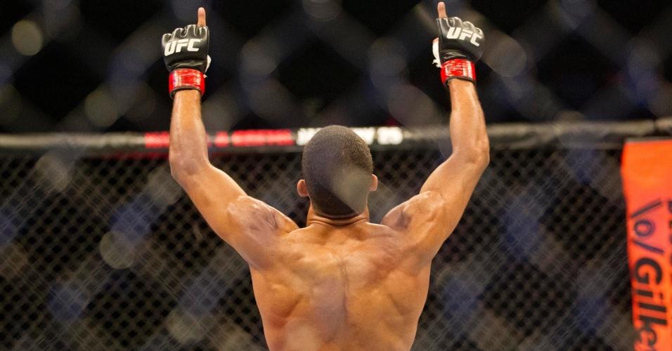 19.jan.2013 - A quarta luta da noite, entre Edson Barboza e Lucas Mineiro, foi encerrada logo no primeiro round