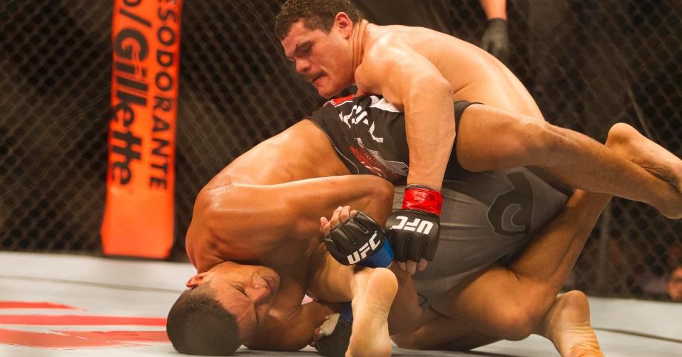 19.jan.2013 - Caldeirão tenta escapar de Marajó. Ele perdeu a luta por finalização