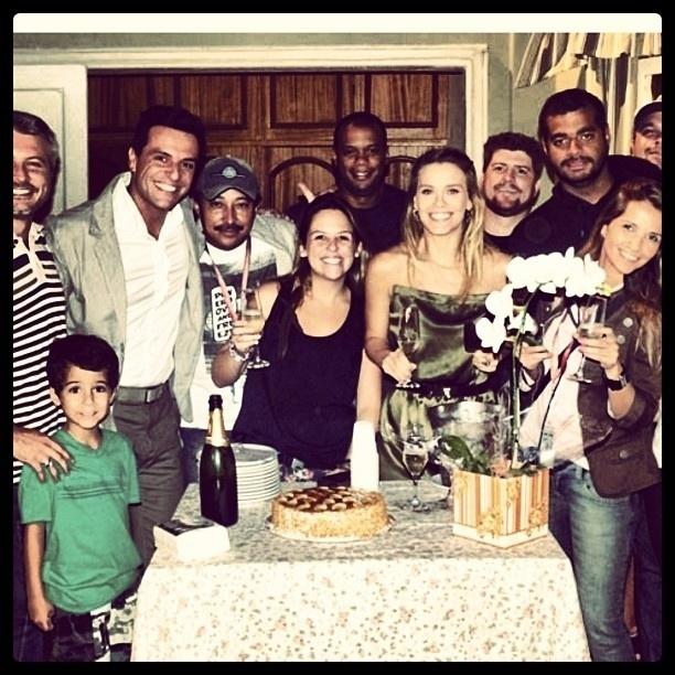 19.jan.2013 - Carolina Dieckmann publicou no Instagram uma foto em que aparece ao lado da equipe da novela