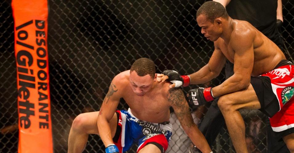 19.jan.2013 - Norte-americano fica sem ação diante de Massaranduba. Ele perdeu a luta válida pelo card preliminar do UFC SP por finalização