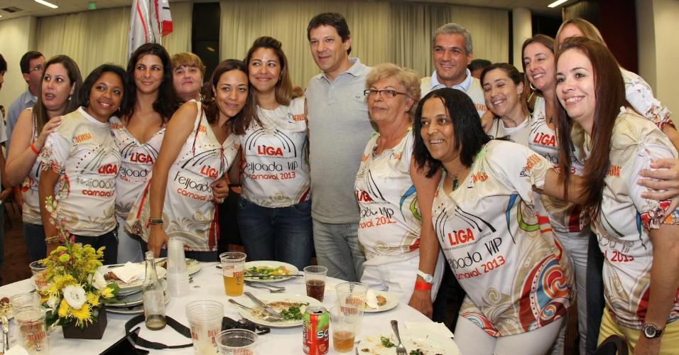 19.jan.2013 - O prefeito de São Paulo, Fernando Haddad, participou neste sábado (19) da Feijoada da Liga Independente das Escolas de Samba de São Paulo, no Hotel Holiday Inn, no Anhembi, na zona norte da capital paulista