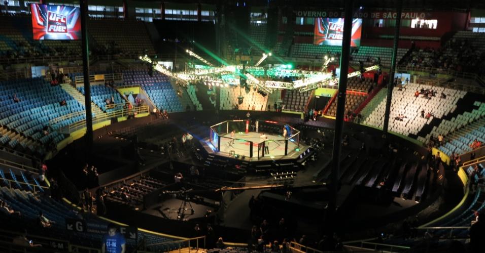 19.jan.2013 - Octógono preparado no centro do Ginásio do Ibirapuera para receber o UFC SP