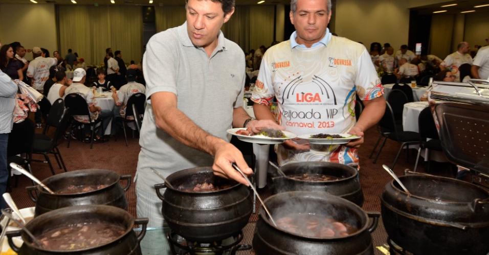 Prefeito Fernando Haddad participa de uma Feijoada Vip, promovida pela liga das escolas de samba de São Paulo, realizada no hotel Holliday Inn, ao lado do Sambódromo do Anhembi, em São Paulo