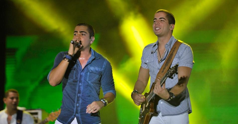 Show da banda Oito7nove4, comandada por Pipo e Rafa Marques, filhos do cantor Bel Marques, do Chiclete com Banana, tocam no Festival de Verão de Salvador 2013